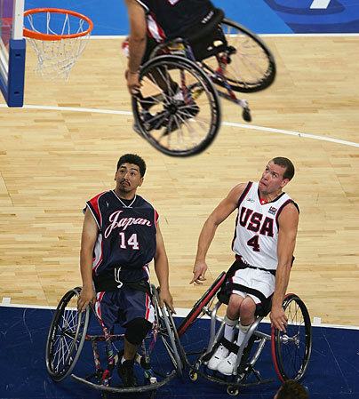 Of course it is possible to practice sports in a wheelchair! Here is a