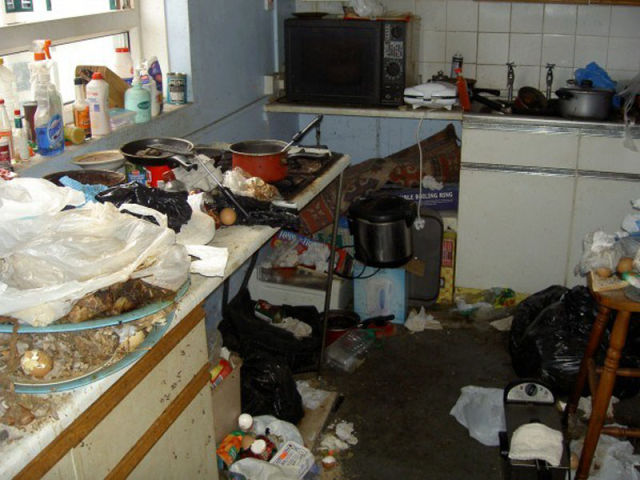Unclean kitchen