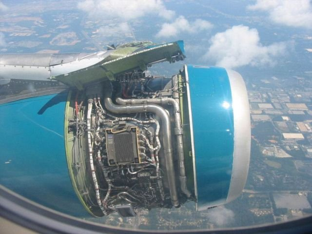 http://www.funny-potato.com/images/planes/plane-engine.jpg