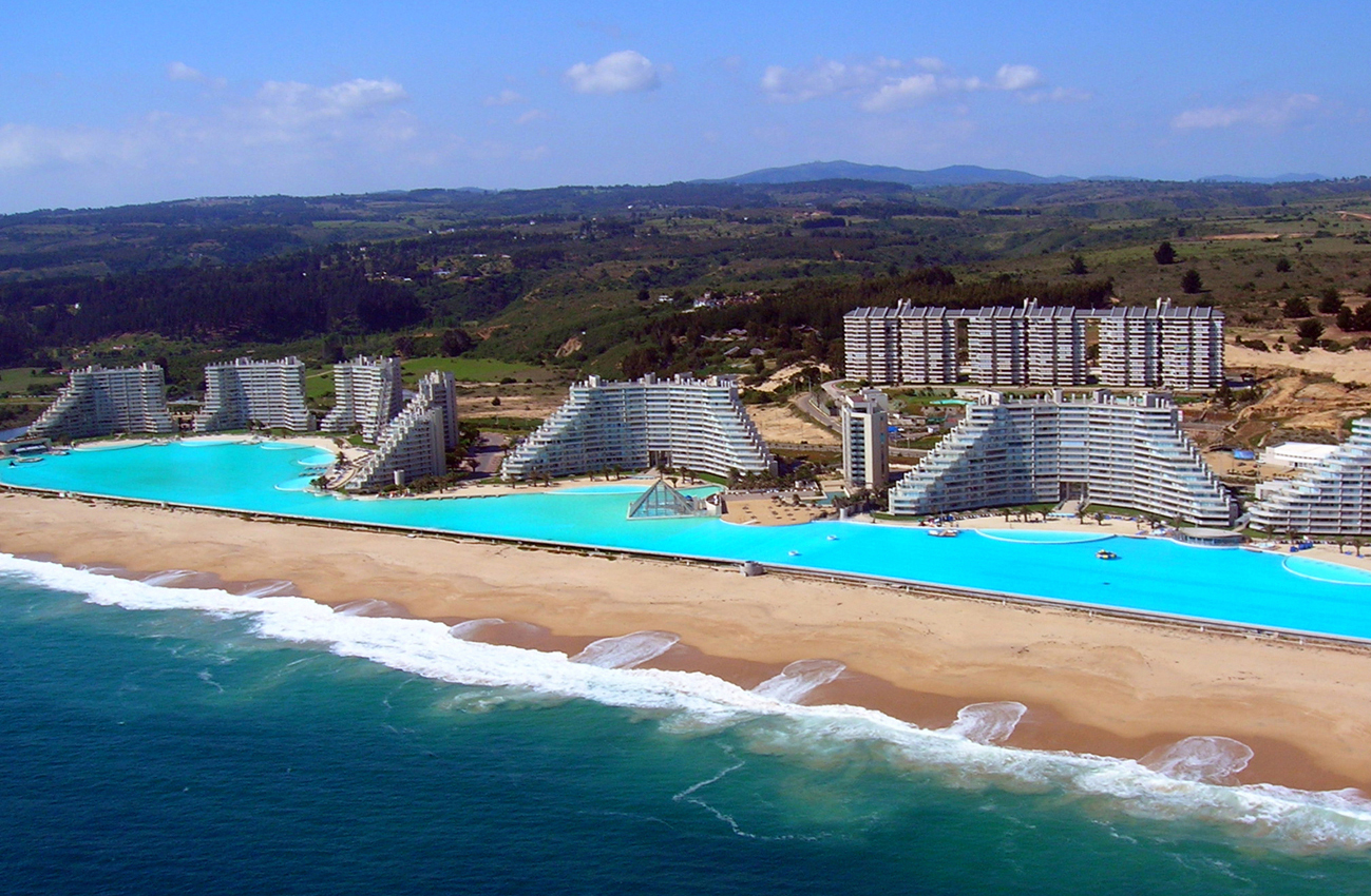 The biggest pool in the world!