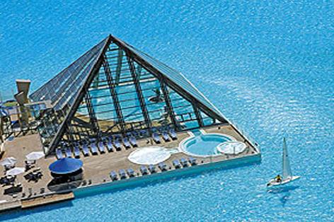 أكبر مسبح في العالم الموجود في شيلي pool.jpg