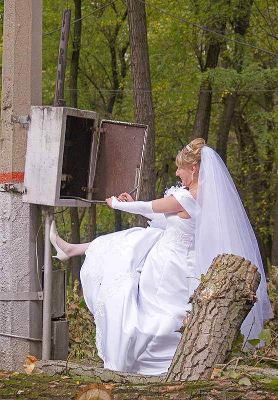 http://www.funny-potato.com/images/wedding/bride.jpg